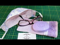Mascara 3d, Cloth Pads, Facial Masks, Sewing Techniques, Fabric Flowers, 3 D, Sunglasses Case, Diy And Crafts, Sewing Projects