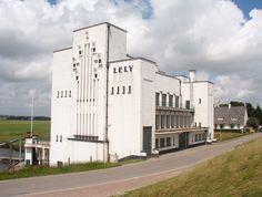 Gemaal Lely is in 1928-1929 gebouwd in de Wieringermeerdijk. Het gebouw van gewapend beton sluit nauw aan op de architectuurstroming van de Nieuwe Zakelijkheid, vanwege de blokvormige witte betonnen bouwvolumes. Het gemaal wordt hedendaags nog steeds gebruikt om de Wieringermeer droog te houden en is genoemd naar Cornelis Lely, de initiatiefnemer van de uitvoering van de Zuiderzeewerken.