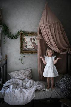 Favoritinlägg hos oss just n Girl Room, Girls Bedroom, Pretty Bedroom, Room Wallpaper, Kids Corner, Nursery Inspiration, Kid Spaces, Kid Beds, Room Set
