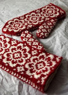 Ravelry: End of May Mittens pattern by Mandy Powers