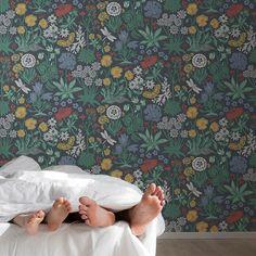 Herrliche Tapete mit vielen Blumen und Blüten von Sandberg aus Schweden: LOTTA anthrazit!