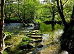 Paso de poldras en el río Verdugo - A Lama http://www.disfrutadegalicia.com/2012/Disfruta/InformacionPoi/1372