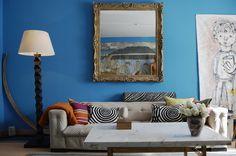 Willkommen im ClubStarke Farben, zu denen auch Türkis zählt, wirken elegant, wenn man sie im Clubstil einsetzt. Dieses Sofa ist mit einem Stoff in leuchten