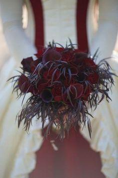 60 Halloween Wedding Bouquets To Get Inspired | HappyWedd.com