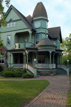 My favorite historic Eau Claire home.... I want to live here some day..