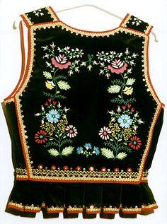 Gorset krakowski ojcowski Polish Clothing, Folk Clothing, Polish Embroidery, Embroidery Fashion, Folk Costume, Costumes, Polish Folk Art, Bookbinding, Handmade Crafts
