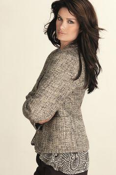Jakke wool <3  Klassisk & pen formsydd ull-jakke. Jakken er av varmt & mykt ull-materiale . Med knepping & lommer.
