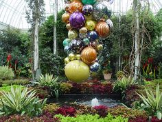dale chihuly fountain