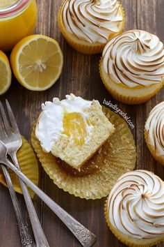 Moist lemon cupcakes with sweet lemon curd filling and meringue frosting recipe from Dessert and Snack recipes Lemon Desserts, Lemon Recipes, Mini Desserts, Just Desserts, Baking Recipes, Delicious Desserts, Dessert Recipes, Cookie Recipes, Plated Desserts