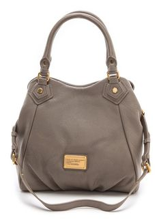 Marc Jacobs leather purse  http://rstyle.me/n/fxt6updpe
