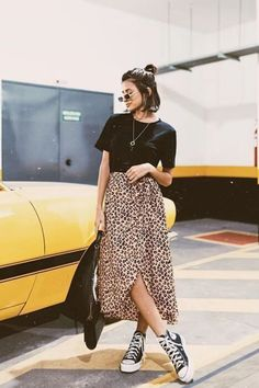 20 looks com All Star Summer Work Outfits, Cool Outfits, Summer Fashions, Outfit Summer, Autumn Outfits, Skirt Outfits, Vogue Paris, Modest Fashion, Fashion Outfits