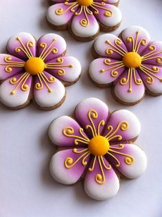 new ideas cupcakes flower bouquet sugar cookies Fancy Cookies, Iced Cookies, Cute Cookies, Easter Cookies, Royal Icing Cookies, Cupcake Cookies, Summer Cookies, Heart Cookies, Valentine Cookies