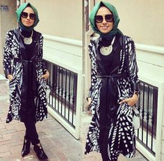 always at her best Hulya Aslan makes this simple black outfit comes alive by combining this black/white patterned jacket with the pop of green from her hijab--- toping it off with the amazing accessories; sleek zippered booties, sunglasses and the chucky silver necklace...bravo