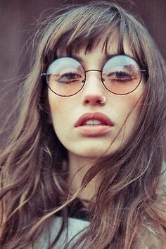 Ray Bans #Ray #Bans,Ray Ban Sunglasses only $9.9 to get Ray Bans Outlet for gift,repin it and get it soon,#ray #ban #sunglasses Bangs And Glasses, Hairstyles With Glasses, Retro Hairstyles, 70s Glasses, Drawing Hairstyles, Nice Glasses, Long Hair With Bangs, Haircuts With Bangs, Long Haircuts