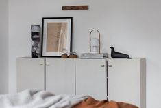 A look around a beautiful Czech apartment that mixes minimalist lines, snuggly textures and a soothing brown and beige colour palette. Best Interior Design, Interior Styling, Grey Beige Paint, Beige Color Palette, Cosy Cafe, Cosy Apartment, Toddler Girl Bedding Sets, Bed Linen Design, Printed Cushions