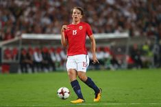 Norwegian outlet VG claimed earlier this week that Arsenal are still interested in Sheffield United's Sander Berge, having missed out on the midfielder when he... The post Reported Arsenal target is just like Patrick Vieira, according to his ex-coach appeared first on HITC.