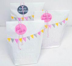 Give-aways! Was könnte man denn in die Mitgebsel-Tüte rein tun? Oder wie macht man eine passende Give away-Tüte? Danke für diese schöne Idee! Dein balloonas.com #balloonas #give-away #kindergeburtstag #mitgebsel #kinder #geburtstag #party