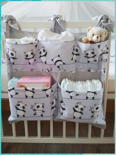 Panda – breite Tasche für Wickeltisch / Kinderbett – Bébés et soins de bébé - Babyzimmer Junge Baby Room Diy, Baby Bedroom, Baby Room Decor, Baby Crib Bedding, Diy Bebe, Baby Sewing Projects, Baby Crafts, Baby Patterns, Kids And Parenting