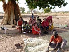 A Aurovillage avec des volontaires et les fondateur de l'ONG Orange Bleue Afrique (2012) à St Jean (province de la Kossi, Burkina Faso)