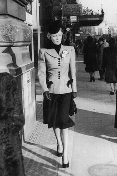 street fashion photography that look cool 741622 Vintage Street Fashion, 1940s Fashion, London Fashion, Fashion Black, Style Fashion, Classic Fashion, Fashion Styles, Classic Style, Fashion Brands