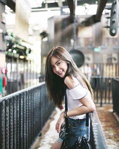 Best Photo Poses, Girl Photo Poses, Girl Photos, Korean Photography, Girl Photography Poses, Korean Beauty Girls, Korean Girl Fashion, Cute Young Girl, Cute Girls