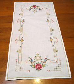 Roses Cross Stitch Table Runner, Vintage, Linen, Soft Creamy White Linen  Beautiful piece of vintage linen    Pretty up your home with this