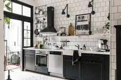 & & & & Un petit trois-pices au style industriel - PLANETE DECO a homes world Bistro Kitchen, Kitchen Interior, Home Decor Kitchen, Kitchen Remodel, Kitchen Decor, Kitchen Dining Room, Kitchen Dining, Home Kitchens, Kitchen Design