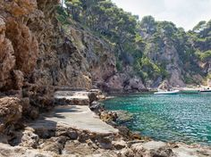 Tossa de Mar Travel Guide-An Insider's Guide is by an Irish writer who has lived in Spain since Get tips about Tossa de Mar, what to do and day trips. Barcelona, Costa, Day Trips, Valencia, Travel Guide, River, Outdoor, Traveling, Travel Alone