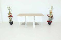 """Tisch """"exklusiv"""" Eiche in Kombination mit den Stühlen """"Vita"""" in weiß"""