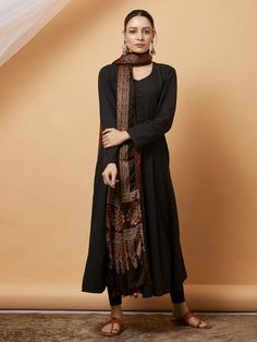Women S Fashion Queen Street Product Pakistani Formal Dresses, Pakistani Outfits, Indian Dresses, Indian Outfits, Kurta Designs Women, Salwar Designs, Blouse Designs, Indian Look, Indian Ethnic Wear