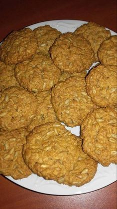 Oatmeal cookies with sunflower seeds- Ciastka owsiane ze słonecznikiem Oatmeal cookies with sunflower seeds AniaGotuje. Types Of Cakes, Food Cakes, Oatmeal Cookies, Pretty Cakes, Confectionery, Pound Cake, Cake Cookies, Amazing Cakes, Diet
