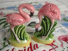 Vintage pink flamingo salt and pepper shakers - made in Japan - 1950s Norcrest