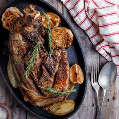 Slow-roasted lamb with lemon with garlic and Rosemary Banting Recipes, Meat Recipes, Cooking Recipes, Yummy Recipes, Recipies, Slow Roast Lamb, Deli Food, Lamb Dishes, Kochen
