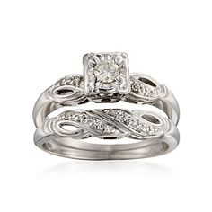 I really want a unique/antique engagement ring and band. This one is so pretty :)