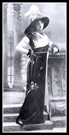 1912 Edwardian Fashion - 1, via Flickr.