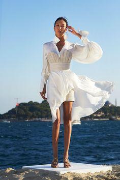 Lux Fashion, Turkish Fashion, Runway Fashion, Fashion News, High Fashion, Fashion Beauty, Fashion Show, Fashion Outfits, Fashion Design