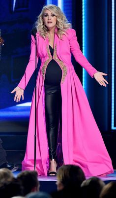 See All 11 Ways Carrie Underwood Dressed Up Her Baby Bump at the 2018 CMA Awards Carrie Underwood Cma, Carrie Underwood Family, Carie Underwood, Cma Awards, Music Awards, Baby Bump Style, All American Girl, Celebrity Style, Celebrity Women