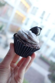 Cookies n' Cream Cupcake by We The Minis.