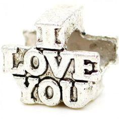 """CHARM I LOVE YOU - Pingente escrito """"I Love You"""" (Eu Te Amo em Inglês). Compatível com pulseiras Parise Joias, Pandora, Vivara, Monte Carlo e Swarovski. Tamanho: 1cm x 0,9cm. Espaço para passagem da pulseira: 0,5cm. Pode também ser usado em corrente ou pulseira malha rabo de rato. Só R$ 10,00!!"""