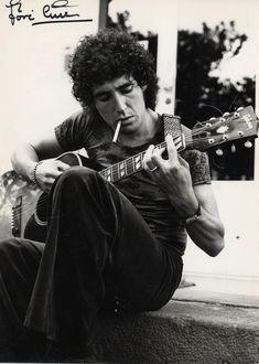 """Miguel Ríos Campaña (Granada, 7 de junio de 1944), conocido simplemente como Miguel Ríos, es un cantante y compositor retirado de rock español, uno de los pioneros de este género en su país.En activo desde los años 1960, cuando fue conocido como Mike Ríos, el Rey del Twist, alcanzó su mayor éxito en 1970, cuando el """"Himno a la alegría"""" vendió millones de discos en todo el mundo"""