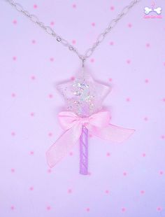 Lovely star shaped lollipop that resemble a sparkly iridescent magical wand! The star is filled with glitter and holographic material, it shines under the sun and changes colour to give you magical rainbow light effect!  Charm is suspended on a pink plastic chain.  13€♥