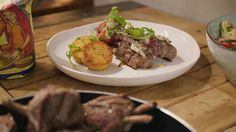 Lamskroon met panisse, olijvenboter en tomatensalade Main Dishes, Beef, Ariana Grande, Food, Tv, Drinks, French Food, Main Course Dishes, Entrees