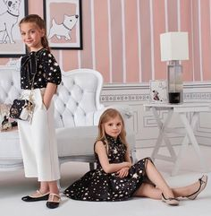 Golden stars and bright sequins celebrate Elisabetta Franchi style. Baby Girl Fashion, Toddler Fashion, Kids Fashion, Outfits Niños, Outfits For Teens, Dresses Kids Girl, Toddler Girl Outfits, Girl Dress Patterns, Kind Mode