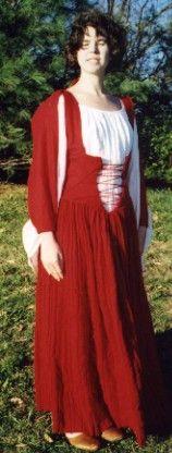 Kass McGann in her Shinrone gown replica