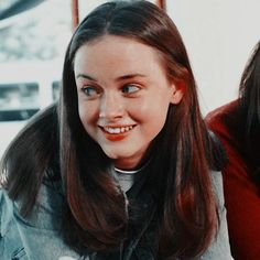 it girl icons Gilmore Girls, Estilo Rory Gilmore, Rory Gilmore Hair, Rory Gilmore Style, Icons Twitter, Pretty People, Beautiful People, Alexis Bledel, Look At You