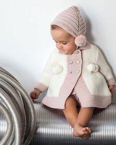 Moda Infantil Made In Spain: Maravillosos estos zapatitos artesanales de Beautiful🌹🌹❤️❤️ Knitting Blogs, Knitting For Kids, Baby Knitting Patterns, Baby Pullover, Baby Cardigan, Easy Crochet Hat, Crochet Baby, Handmade Baby Clothes, Knit Baby Sweaters