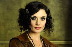 Love this, but less fuzzy, more sleak (Underbelly Razor) Art Deco Hair, 1920s Party, 1920s Hair, Roaring 20s, Movie Tv, Hair Makeup, Wonder Woman, Photoshoot, Hair Styles