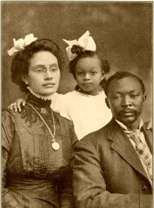 Portrait of a black family, names unknown, 1916 American Women, American Photo, Afro Punk, Vintage Black Glamour, Black History Facts, Black Families, African Diaspora, Belle Epoque, African American History