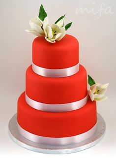 Red Wedding Cake With Red Tulips Cake Boss Wedding, Wedding Cake Designs, Wedding Cupcakes, Beautiful Cakes, Amazing Cakes, Poppy Red Wedding, Red Cake, Sweet Bar, Red Tulips