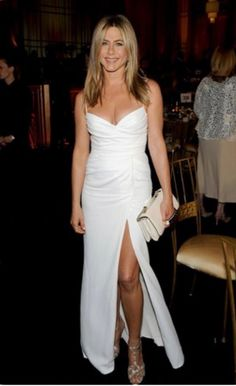 How old is Jennifer Aniston? Her age isn't evident in photos of the actress, who looks forever young. Jennifer Aniston's movies and TV. Jennifer Aniston Style, Jennifer Aniston Wedding Dress, Jennifer Aniston Photos, Jeniffer Aniston, Hot Blondes, Belle Photo, Fitness Fashion, Strapless Dress Formal, Prom Dress
